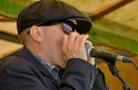 Blues in the afternoon with Laurie McVay